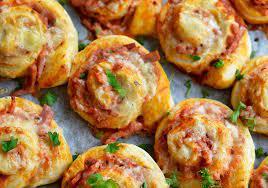 Recept på pizzabullar – med skinka och oliver